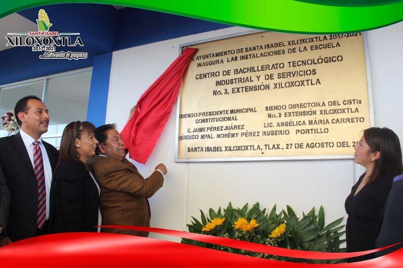 Alcalde de Xiloxoxtla entrega nuevas instalaciones del CBTis03