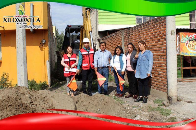 Alcalde de Xiloxoxtla pone en marcha obra de servicio básico en la priv Flores de Culhuaca