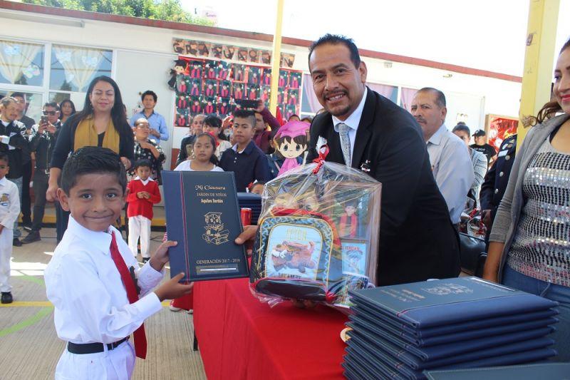 """Apadrina Pérez Juárez a alumnos del preescolar """"Aquiles Serdán"""""""