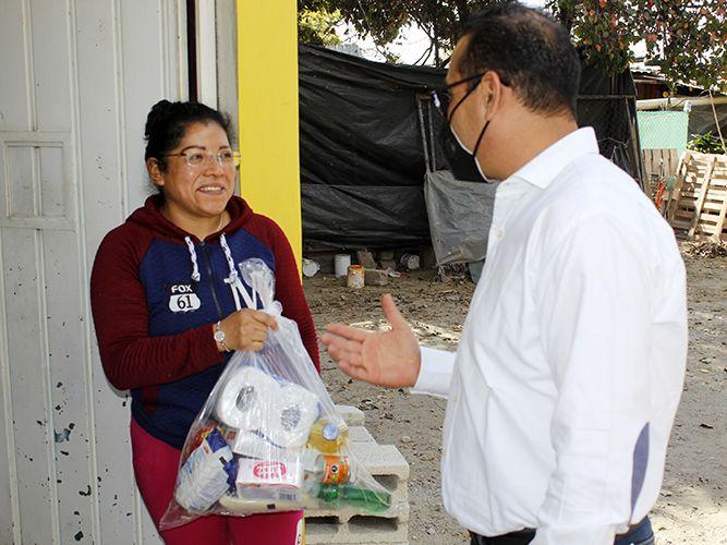 Por segunda ocasión se entregan más de 1500 despensas en los 7 barrios de Xiloxoxtla